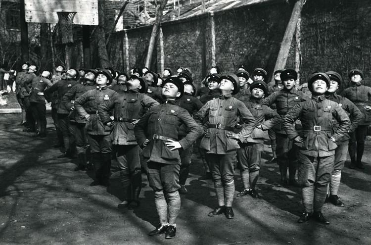 Niños soldados en China fotografiados por Robert Capa, 1938.