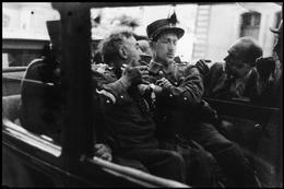 Periodista español siendo arrestado en la Liga de las Naciones en Ginebra, 1936. Robert Capa.