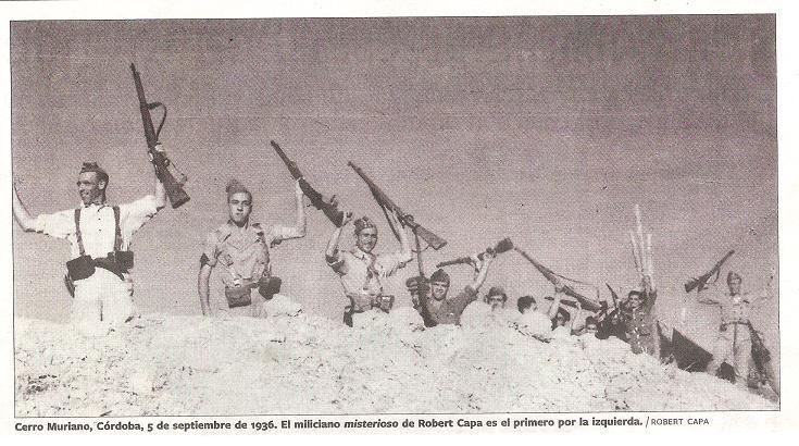 El protagonista de la fotografía del miliciano muerto, a la izquierda. Robert Capa.