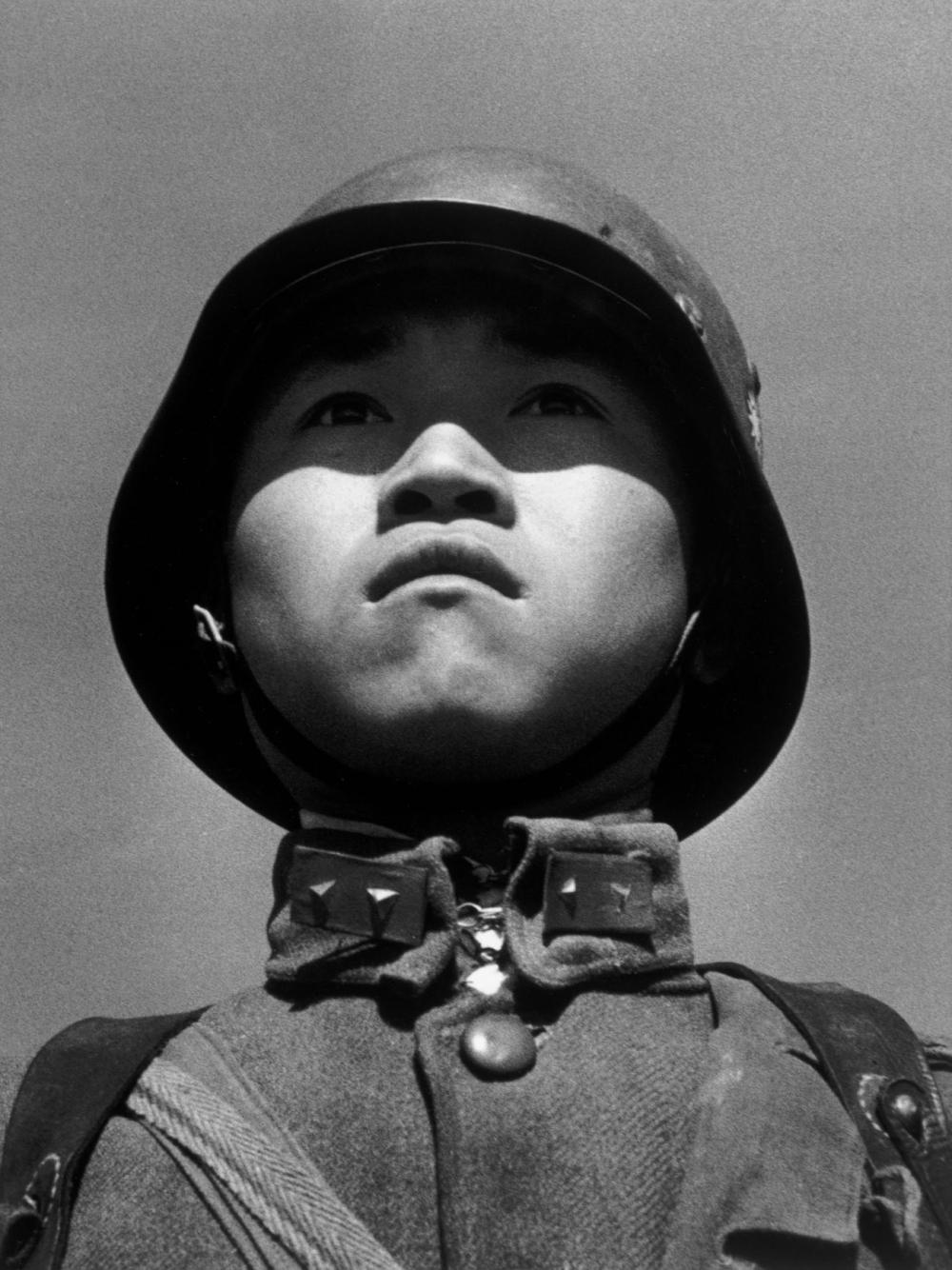 Esta fotografía de un niño soldado de Robert Capa fue portada de la revista Life en 1938.