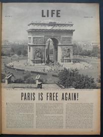 Fotografía de la liberación de París en la revista Life, por Robert Capa.
