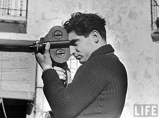 Robert Capa durante filmando durante la Guerra Civil española, 1938.